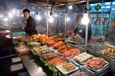 Seoulkoreaoutdoormarketseafoodvendor